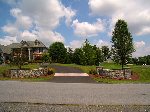 Entrance - Stone Walls and drive way entrance